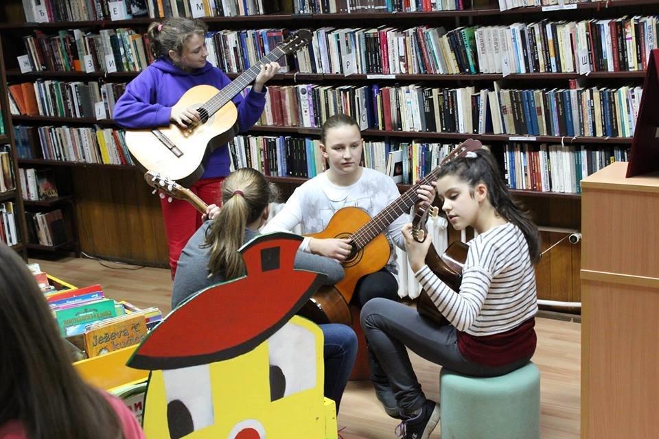 Gitara u Biblioteci
